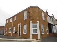 1st Floor 2 Bed Flat - Manworthy Rd - Unf/Exc £750pcm