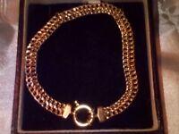 9ct Gold fancy link / catch bracelet - 4.4gm approx