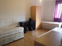 Triple bed in roomshare to let in flatshare at Stepney Green & Mile End