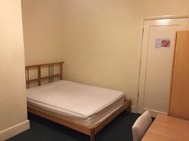 En-suite room available in house share with indian IT professional