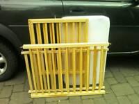 Pine baby's cot
