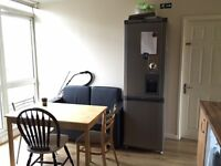 AVAILABLE NOW..GOOD SIZE TWIN/DOUBLE ROOM ..£160 PW (bills inc)
