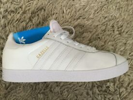 Men's brand new Adidas gazelles size 8.