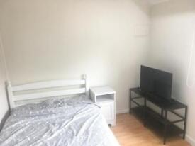 Double bedroom with shared bathroom Monday to Friday