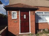 Lovely 3 bed house GARDEN DRIVEWAY