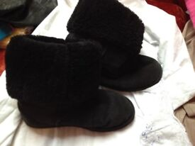 ugg boots size w8 20.00