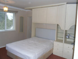 Large Room with En-Suite to Let in Family Home, close to Southampton University Highfield campus.