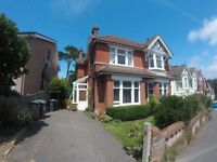 SHORT TERM LET-VERY LARGE FULLY FURNISHED 3 BED FIRST FLOOR FLAT WITH PARKING & GARDEN IN ALUM CHINE