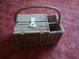 Picnic Basket/Hamper (NEW) with (2) plates/cutlery/glasses/napkins and corkscrew & cool box
