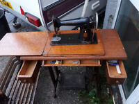 VINTAGE RETRO KITSCH TREADLE SEWING MACHINE SINGER CAST IRON TABLE BASE SEWING MACHINE IN YEOVIL