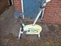 EXERCISE BIKE ADJUSTABLE TENSION AND SEAT