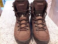 LOWA Renegade walking boots size 7, as new
