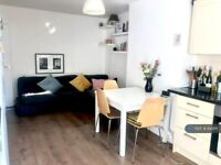 5 bedroom flat in Pevensey House, London, E1 (5 bed) (#842611)