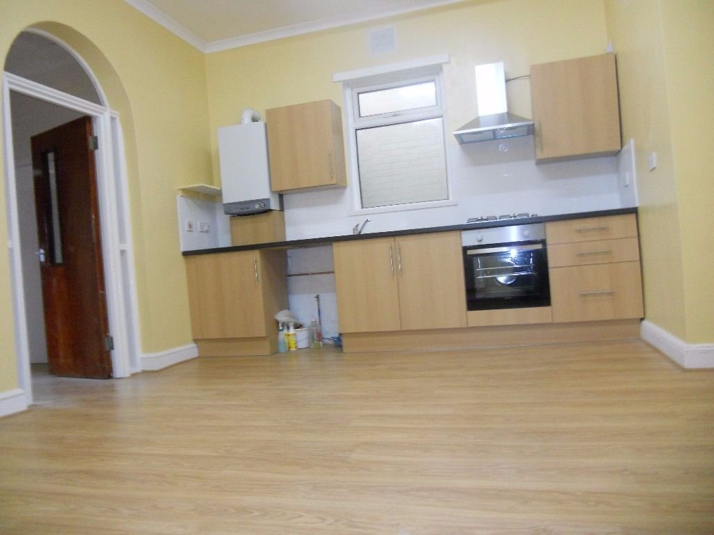2 Double Bedroom Flat  Large Open Plan Kitchen  Newly Refurbished  Croydon  Available Now!