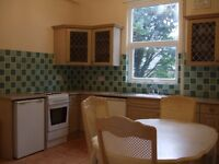 Cosy bright & airy single room in a quiet spacious quiet 4 bedroom NON-SMOKING shared house
