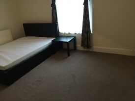 LET. (Huge double Room). AVAILABLE now. (Luxury Home). Old Town Bexhill.