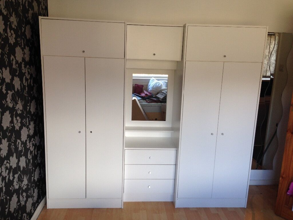 4 door white wardrobe with middle dressing table. 4 door white wardrobe with middle dressing table   in Halifax