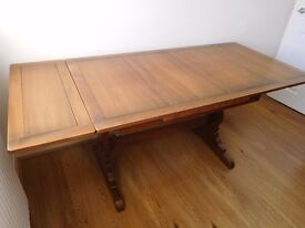 Ercol extending dining table and matching 4 chairs and 2 carvers. In excellent condition