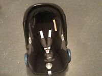 Maxicosi car seat with raincover, footmuff, insert 0 to 12mths