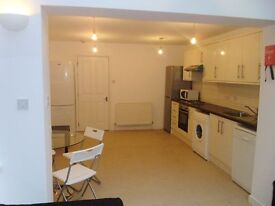 IDEAL FOR STUDENTS !! 5 Bedroom 4 Bath House Ferry Street Docklands E14. AVAILABLE September 2017