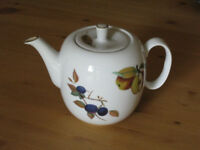 Tea Pot from Royal Worcester in Evesham Gold Design