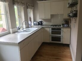 Reduced! Fitted Kitchen, Shaker-style with Granite island bench, incl. appliances