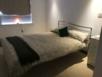 Modern Double bedroom & private bathroom in spacious flat, with Free parking