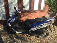 Sinnis SHUTTLE Scooter - low mileage -Blue/White -125cc