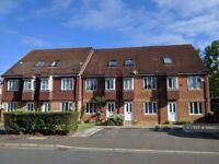 1 bedroom flat in Varsity Drive, Twickenham, TW1 (1 bed) (#1156550)