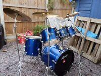 Leedy Drum Kit in sparkling blue