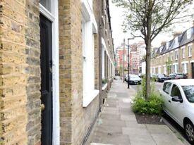 BILLS INC, TOP FLOOR ROOM, LIMEHOUSE, LONDON E1, £600 PCM