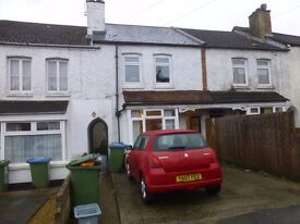 1 bedroom ground floor flat with garden and off-road parking space, close to Southampton University