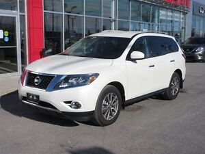 2016 Nissan Pathfinder SV 4WD | 7-Pass, Htd Seats + Steering, Re