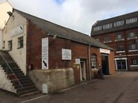 1400 sqft Industrial unit with 2-3 car spaces outside on secure industrial estate, Stonehouse.