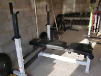 Flat/incline weight bench