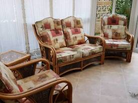 Cane suite, in very good condition