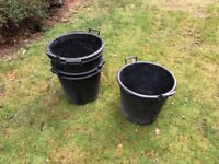 5 large plastic plant pots