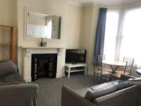 2 bedroom flat in Saltram Crescent, London, W9 (2 bed) (#1068620)