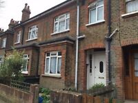 Single bedroom close to Richmond Town centre, station, Kew Gd, River and restaurants/ bars, cheap