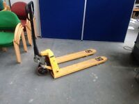 2500 Kg , 2.5 TON PALLET TRUCK, VERY GOOD CONDITION & FULL WORKING ORDER