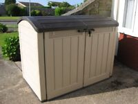 VERY LARGE PLASTIC KETLER STORAGE SHED IN EXCELLENT CONDITION