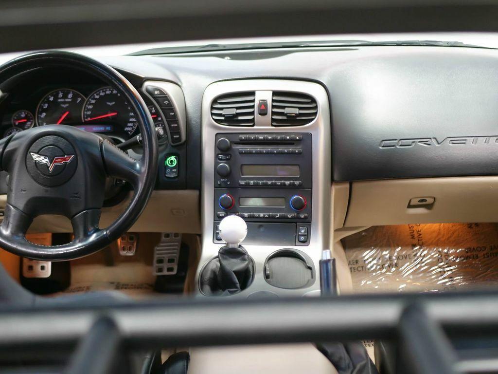 2005 White Chevrolet Corvette   | C6 Corvette Photo 2