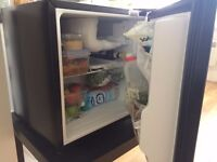 RUSSELL HOBBS TABLE TOP FRIDGE WITH FREEZER COMPARTMENT ONLY 6 MONTHS OLD