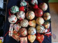 25 TRADITIONAL CHRISTMAS TREE DECORATIONS