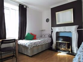 Twin room available in Bromley by bow station. £200pw all incl