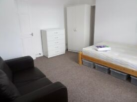 FIRST FLOOR FURNISHED STUDIO FLAT IN NETLEY ABBEY SOUTHAMPTON