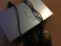 PLAYSTATION 2+1 CONTROLER +5 GAMES