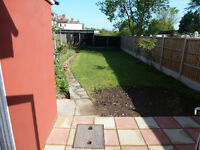 SPACIOUS GROUND FLOOR FLAT WITH LARGE PRIVATE GARDEN NEWLY REFURBISHED *INCLUDES WATER/COUNCIL TAX*
