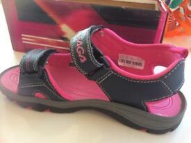 Osaga ladies sandals -brand new - size 6