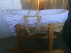 Kinder Valley Moses basket with rocking stand